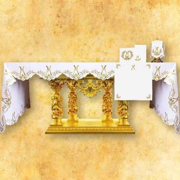 Obrus haftowany Ave Maryja Złoty