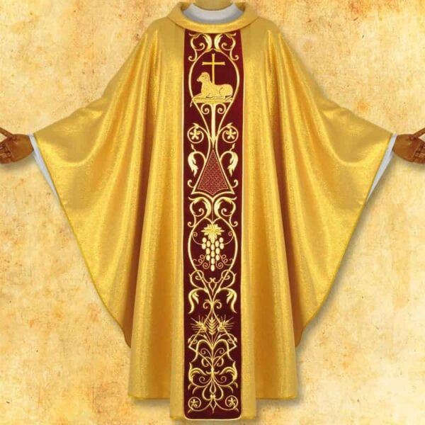 Chasuble with plush lamb strap